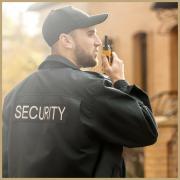 Sicherheitsmitarbeiter für Objektschutz nach der Security Ausbildung