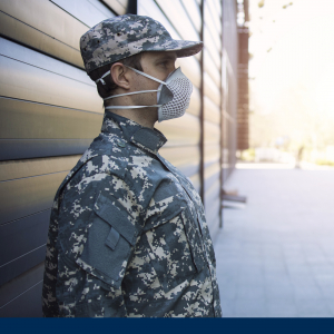 Sicherheitsmitarbeiter im Seitenprofil inlasskontrolle im Bundeswehrbereich